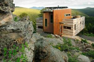 2-container cliffhanger home bt Studio-H:T